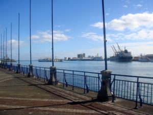 现代港口,不过跟珠江口的码头没得比!